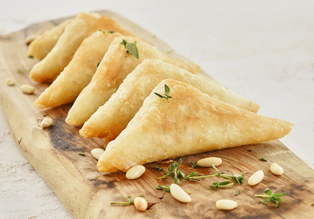 PASTRY POCKETS FILLED WITH MINCED MEAT AND PISTACHIO